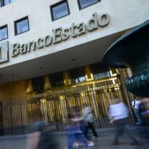 PDI detuvo a dos personas implicadas en incendio a Banco Estado en Providencia