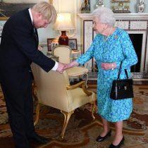 """Reino Unido: Boris Johnson pide a la reina suspender el Parlamento y el opositor Corbyn reclama que es """"inaceptable"""""""