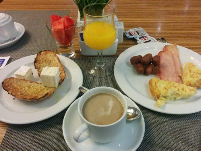 Tomar desayuno mejora el rendimiento académico y aumenta la productividad laboral