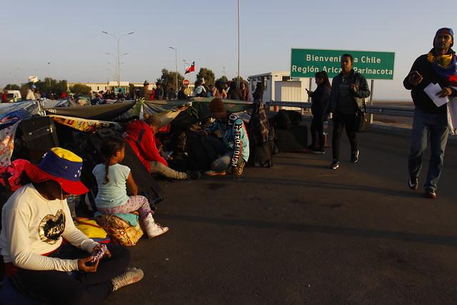 """No cede ni un centímetro: Interior reafirma criterio de migración """"ordenada"""" ante crisis en Chacalluta"""