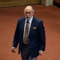 Se cansó de los viajes: diputado Flores encarga estudio de costos para trasladar Congreso a Santiago