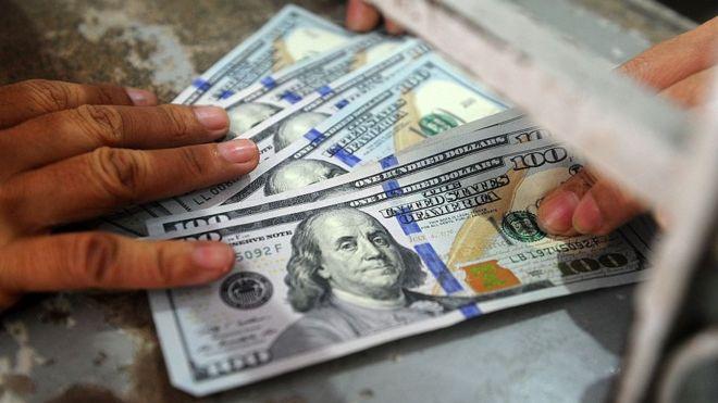 El dólar cierra bajo los $783 y el cobre registra leve recuperación tras su peor racha en 30 años