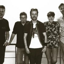 González y los Asistentes lanzan vinilo junto a la poeta Tálata Rodríguez