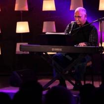Cantante uruguayo Leo Maslíah llega a Chile para concierto y presentación de libro