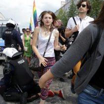 Ultranacionalistas atacan marcha del Orgullo LGBTI en Polonia