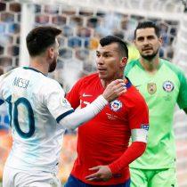 La Roja cayó ante Argentina en un caliente partido marcado por la expulsión de Messi y Medel