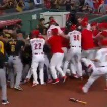 Lamentable batalla campal se produjo en la liga estadounidense de béisbol