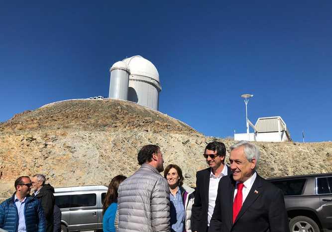 """Científica estadounidense critica al observatorio La Silla tras el eclipse: """"La pobre organización y el Presidente de Chile arruinaron parte de nuestra diversión"""""""