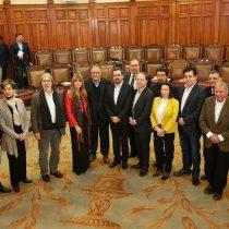 """Senadores de oposición dan señal de unidad y anticipan """"gallito"""" con la agenda legislativa de La Moneda"""