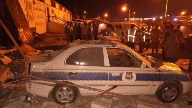Libia: al menos 44 muertos y 130 heridos en un ataque aéreo a un centro de migrantes