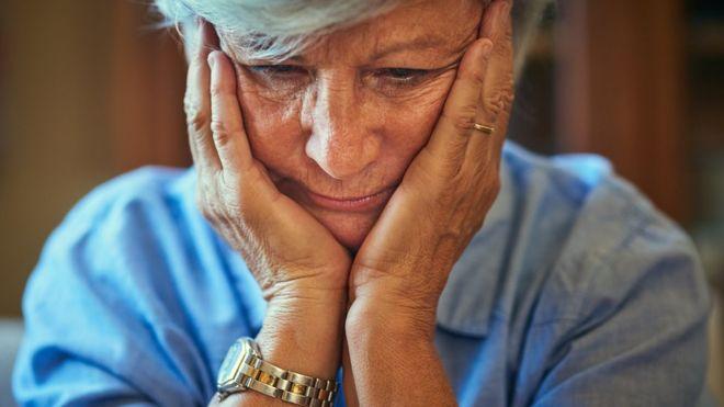 El análisis de sangre que permite detectar el alzhéimer hasta 20 años antes de que se manifiesten sus síntomas