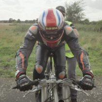 Cómo hizo un ciclista para alcanzar 280 km/h, el nuevo récord mundial masculino