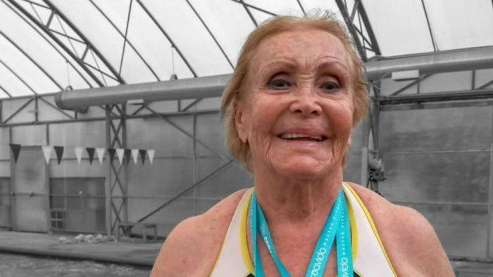 Todo un récord: con 84 años Eliana Busch obtiene plata en Mundial de Natación