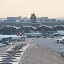 Tribunal de Hong Kong prohíbe a manifestantes permanecer en el aeropuerto