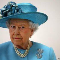 Isabel II aprueba la solicitud de Johnson de suspender temporalmente al Parlamento británico