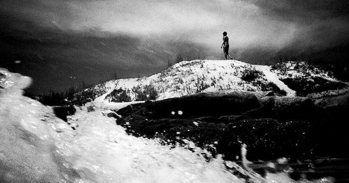 """Exposición """"Periscopio: fotografiar el mar desde las olas"""" de José Diniz en Galería Flach"""