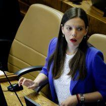 Camila Flores advierte a compañeros de RN que no se engañen con los