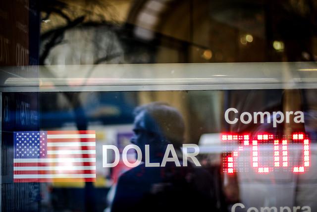 Recorte de la Fed consolida al peso chileno como la segunda moneda de peor desempeño en el mundo