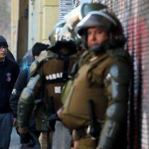 Duró poco la paz: Carabineros ingresó al Instituto Nacional tras incidentes protagonizados por alumnos