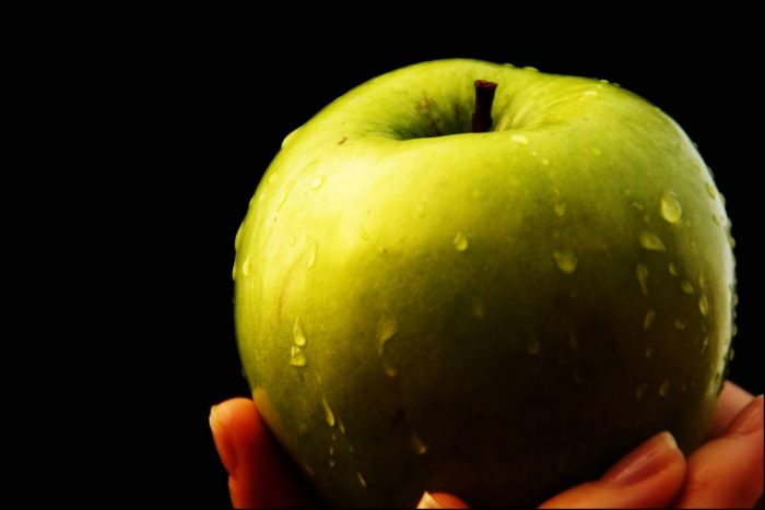 La manzana y el té reducen el riesgo de un infarto y cáncer en fumadores y bebedores