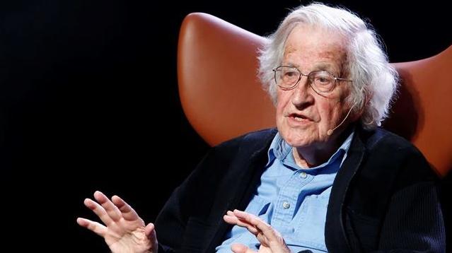 """Noam Chomsky dispara sin recelos: """"Las quemas en la Amazonia son un crimen de lesa humanidad"""""""