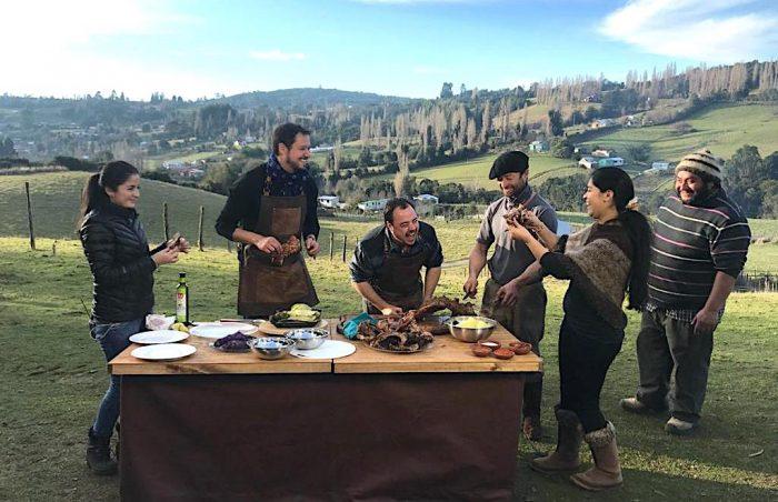 """""""Genios de la carne"""": el recorrido de Daniel Greve y el """"Profesor"""" Klocker para descubrir cómo se prepara carne en Chile"""
