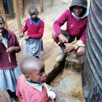 ¿Que harías si tuvieras que caminar cinco kilómetros para buscar agua?