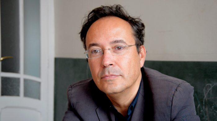 Filósofo Juan Arnau en librería Metales Pesados