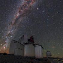 Artista visual Cecilia Vicuña invita a Chile a proteger su cielo oscuro con una minga de artistas y científicos