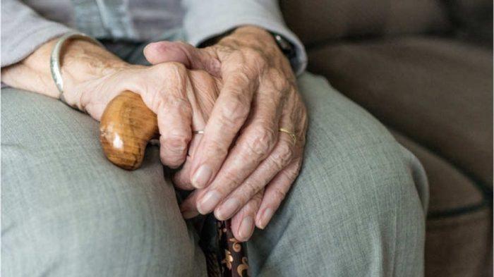 Investigan relación entre sordera ydaño cognitivo en adultos mayores