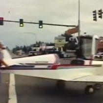 Impresionante aterrizaje forzado en carretera de Washington