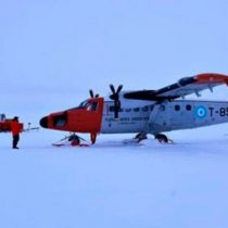 Tripulantes de avión argentino fueron rescatados por la FACh tras accidente en la Antártida