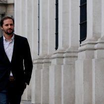"""Suman y siguen las críticas internas: Bellolio cuestiona al Gobierno por """"improvisar semana a semana de acuerdo a las encuestas"""""""