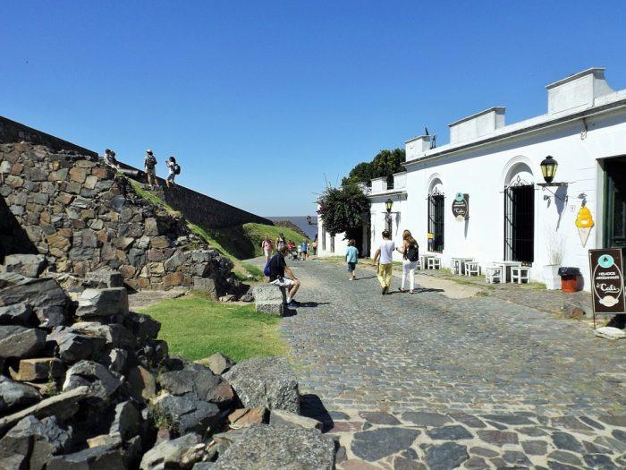 Colonia: el lugar turístico uruguayo que seduce con gastronomía y tradiciones