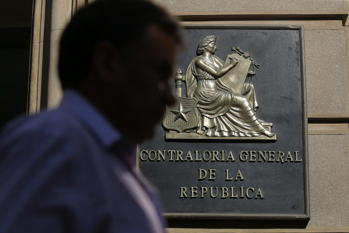 Contraloría toma razón con alcances del nuevo decreto del Gobierno: Jefes de la Defensa podrán dar instrucciones a municipios pero no para labores de seguridad