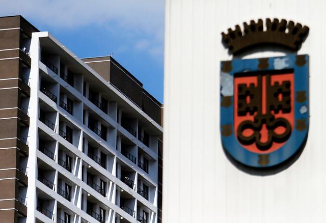 """Derrota de inmobiliarias: TC rechaza recurso por dictamen del Contralor Bermúdez contra """"guetos verticales"""""""