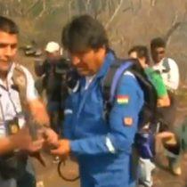 Manos a la obra: Evo Morales ayuda a combatir el fuego que arrasa en la Amazonía boliviana