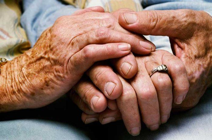 Libro aclara las dudas más frecuentes sobre la sexualidad de los adultos mayores