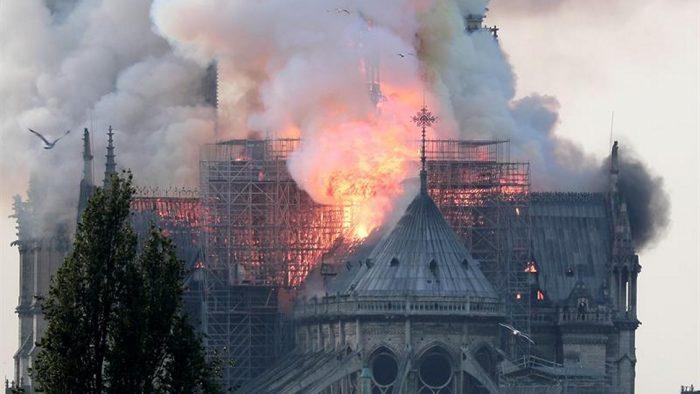 Experto en patrimonios adelanta qué pasaría si en Chile ocurriera un desastre como el de Notre Dame: