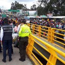 """""""¡Queremos pasar!"""": el grito desesperado de venezolanos en la frontera de Colombia con Ecuador"""