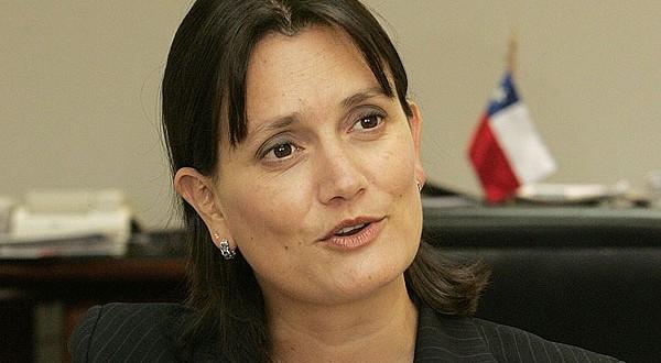 """Laura Albornoz """"La China"""": exministra se toma con ironía ataque tuitero de gerente bancario"""