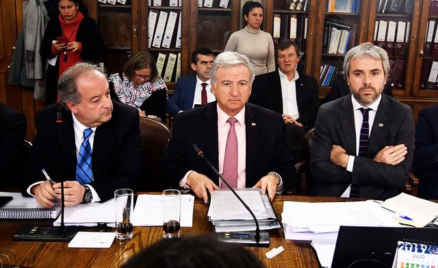 Otro dolor de cabeza para el Gobierno:  rechazo de diputados UDI al proyecto de 41 horas desata nuevo flanco en la derecha