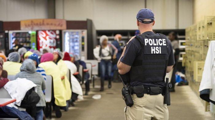 Estados Unidos: decenas de trabajadores inmigrantes detenidos tras redada quedan en libertad