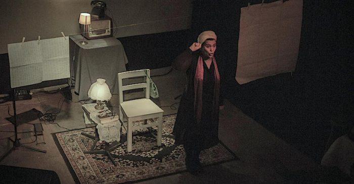 "Obra ""Simone"" del Colectivo Teatro Urbano PAT en Sala Valparaíso Profundo"