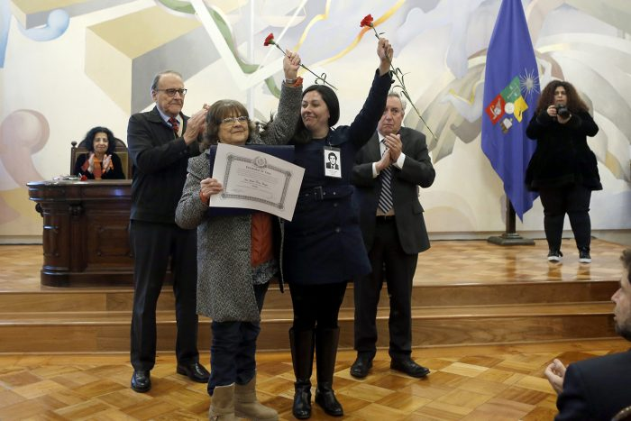 Universidad de Chile anuncia Política de Verdad y Memoria y entrega distinciones a estudiantes detenidos desaparecidos