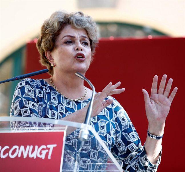 Rousseff acusa a Bolsonaro de aprovechar incendios en la Amazonía para