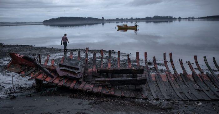Muestra fotográfica documental retrata las formas de vida a orillas del mar en el sur de Chile