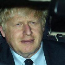 Terremoto político para Johnson en el Parlamento tras el golpe de la Corte Suprema