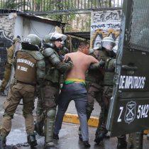 Bombas molotov, lacrimógenas y Carabineros entrando a sala de clases marcan otra jornada de disturbios en el Instituto Nacional