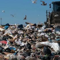 La otra cara de Chiloé: basura desborda la isla y plan de emergencia amenaza con contaminar las aguas subterráneas